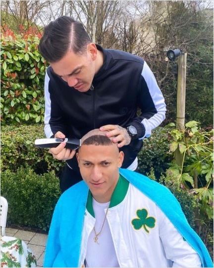 吧友们觉得像谁?埃德森化身托尼老师为理查利森精心设计发型